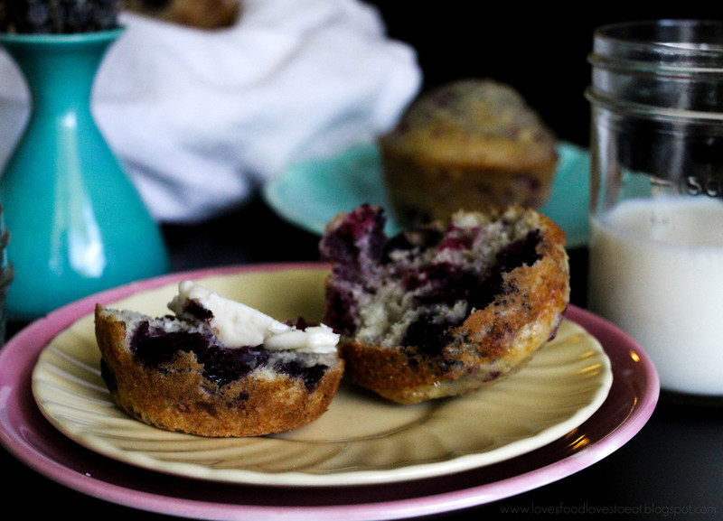 Raspberry Blueberry Muffins: Loves Food, Loves to Eat