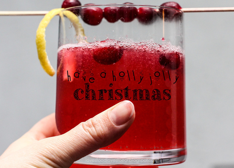 Cranberry Gin Fizz // Loves Food, Loves to Eat