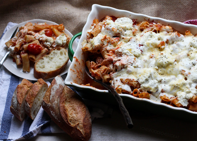 Baked Ziti with Sweet Italian Sausage and Roasted Tomatoes // Loves Food, Loves to Eat
