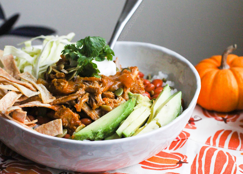Pumpkin Pulled Pork Burrito Bowls // Loves Food, Loves to Eat #virtualpumpkinparty